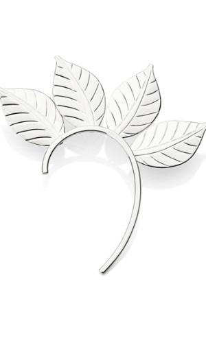 Brinco que acompanha a curvatura da orelha. R$ 45, de Ana Hickmann para Rommanel (www.rommanel.com.br). Preços consultados em dezembro de 2012 e sujeitos a alterações
