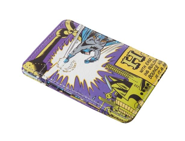 Carteira DC Batman Robot ? Urban, R$ 78, da Fina Estampa (11-3823-2456). Preços consultados em dezembro de 2012 e sujeitos a alterações.