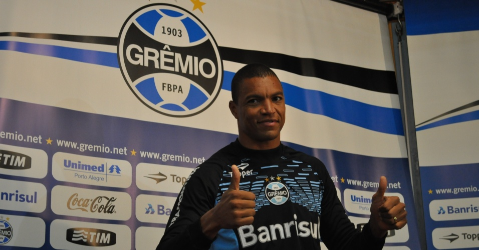 Dida é apresentado como novo goleiro do Grêmio
