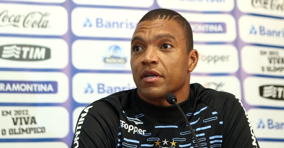 Dida, ex-goleiro da seleção brasileira, cede a primeira entrevista coletiva como jogador do Grêmio
