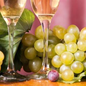 """""""Coma três uvas na passagem do ano, fazendo um pedido para cada fruta"""", indica João Bidu"""
