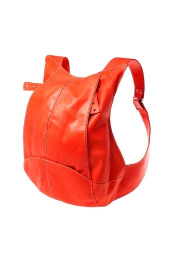 Mochila de couro. R$ 349, da Soulier (www.soulier.com.br). Preços consultados em dezembro de 2012 e sujeitos a alterações