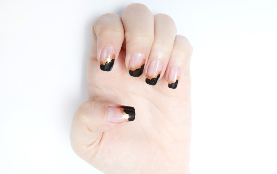 Natal - unhas metalizadas - preto e dourado - 5