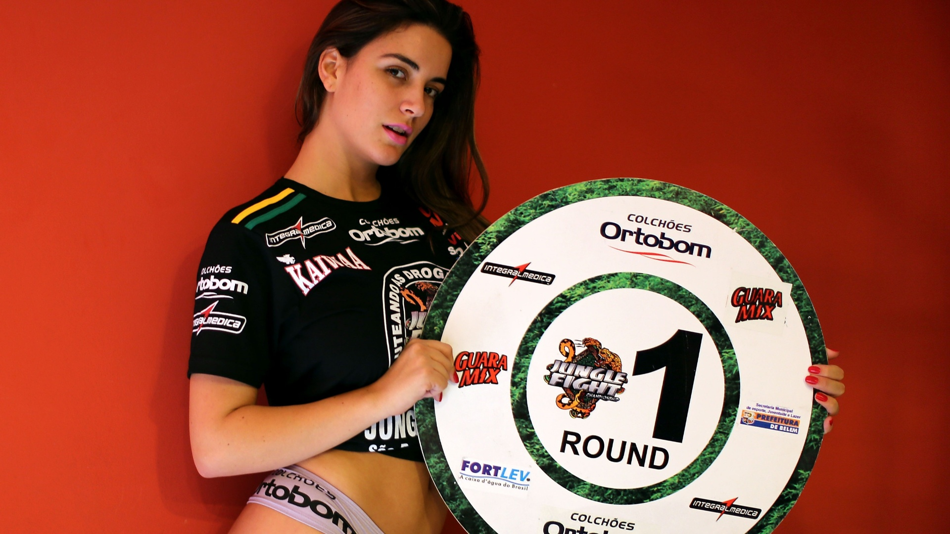 Mais uma ex-BBB ser ring girl do Jungle Fight. Na edio desta sexta-feira, em Porto Alegre, a morena Laisa  quem carregar as plaquinhas entre os rounds