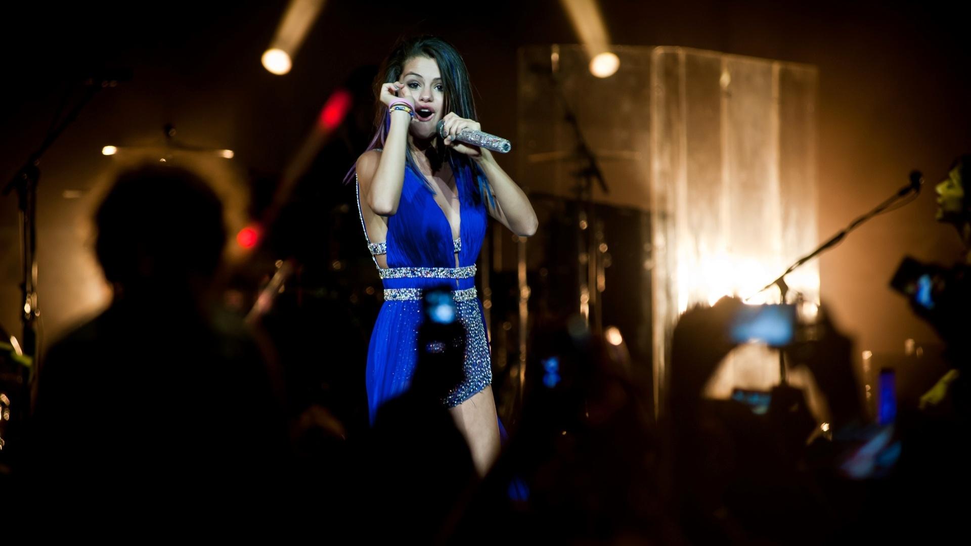 A artista norte-americana Selena Gomez durante apresentação em São Paulo em fevereiro de 2012