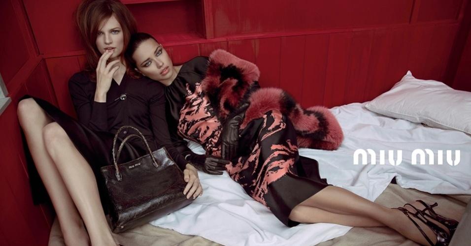 Adriana Lima e Bette Franke posam para o Verão 2013 da Miu Miu