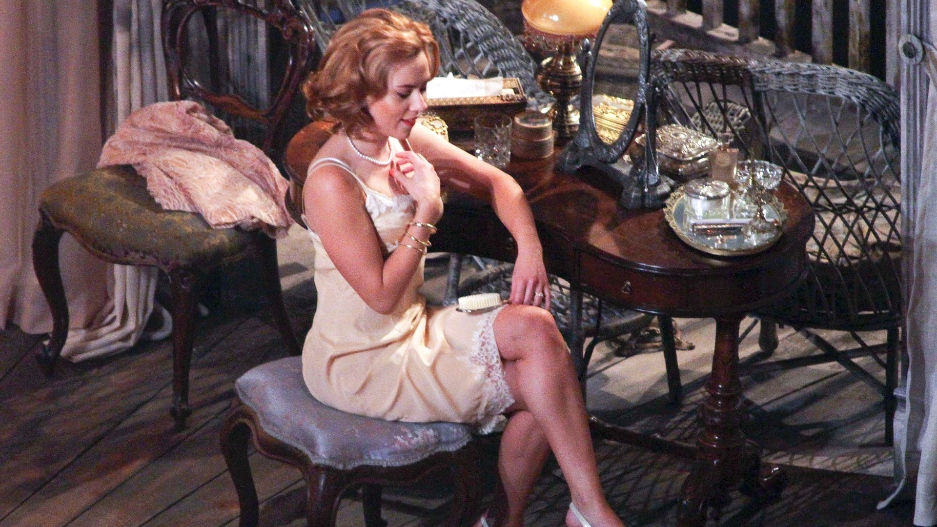 21.dez.2012 - A atriz Scarlett Johansson em cena da peça