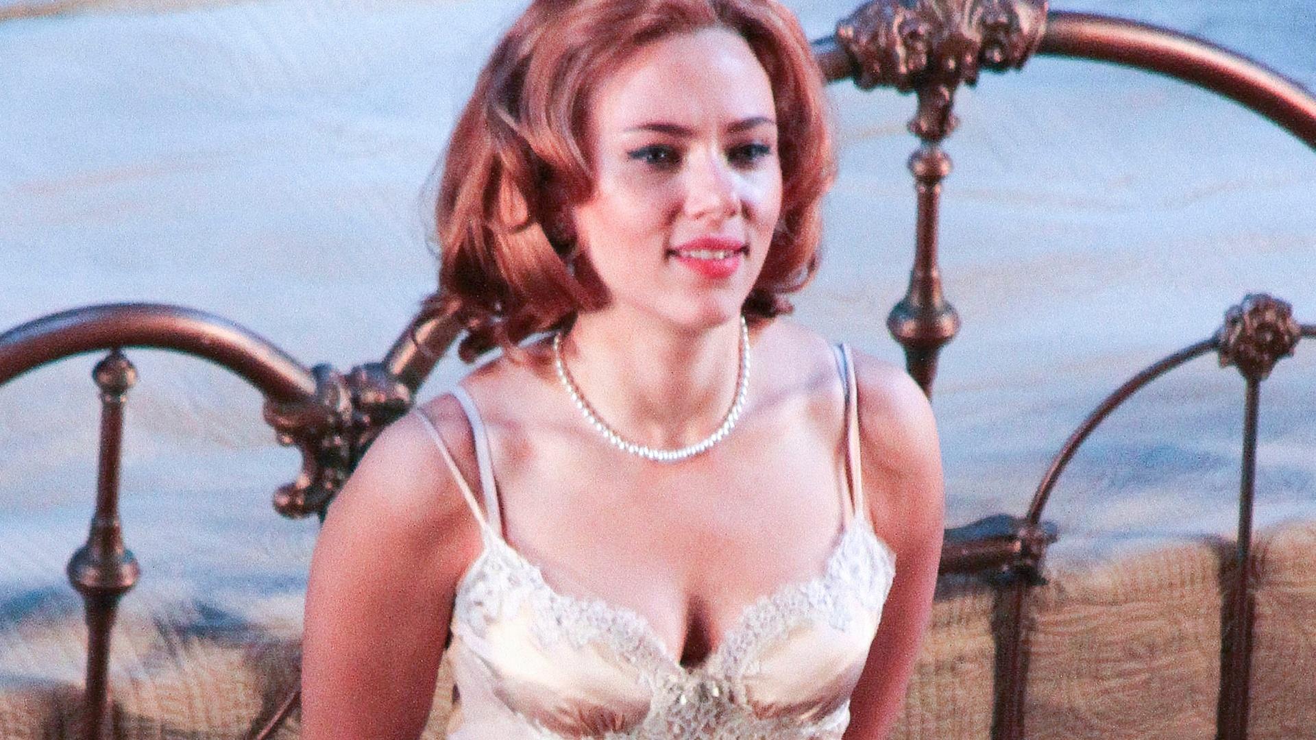21.dez.2012 - A atriz Scarlett Johansson estreou na Broadway nesta sexta-feira (21) a peça
