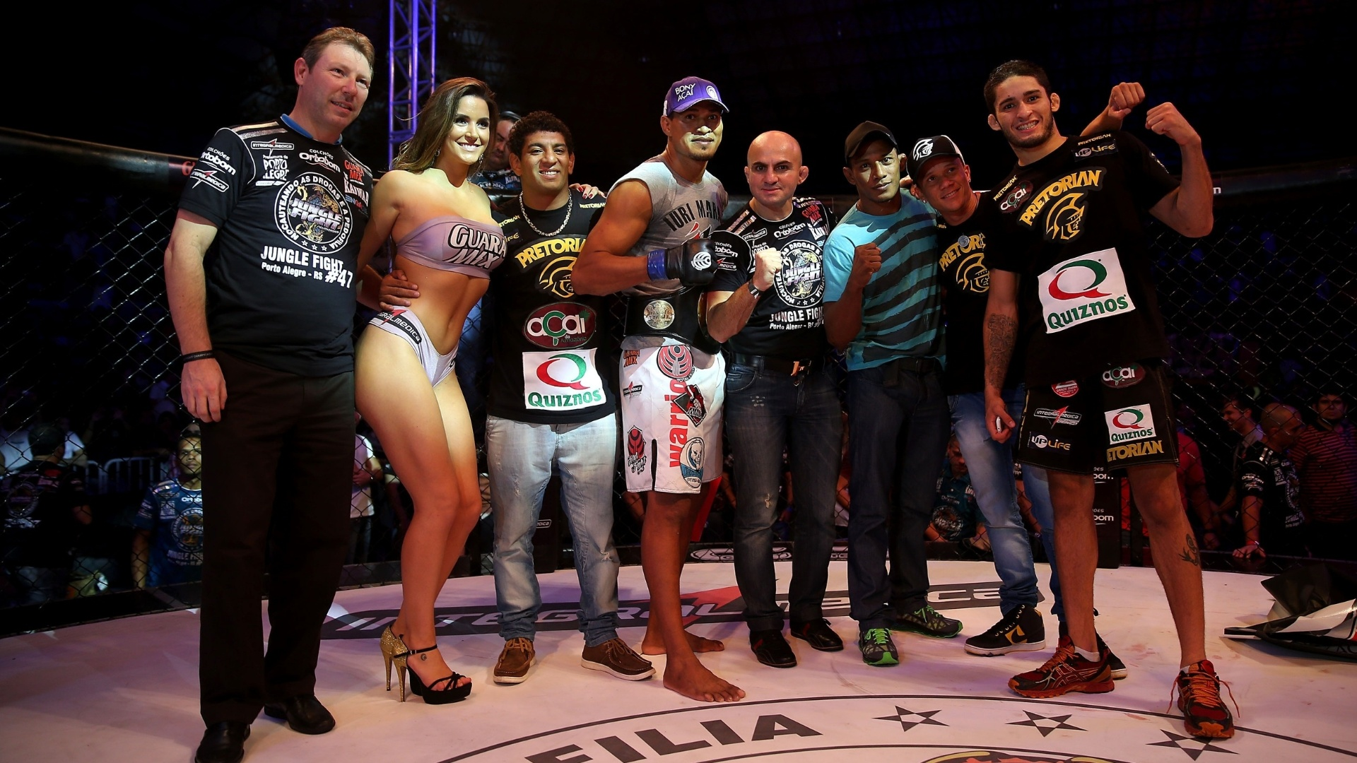 Com a presena da ring girl Laisa, Jungle Fight levou disputa de cintures a Porto Alegre