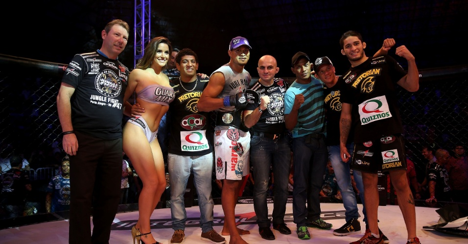 Com a presença da ring girl Laisa, Jungle Fight levou disputa de cinturões a Porto Alegre