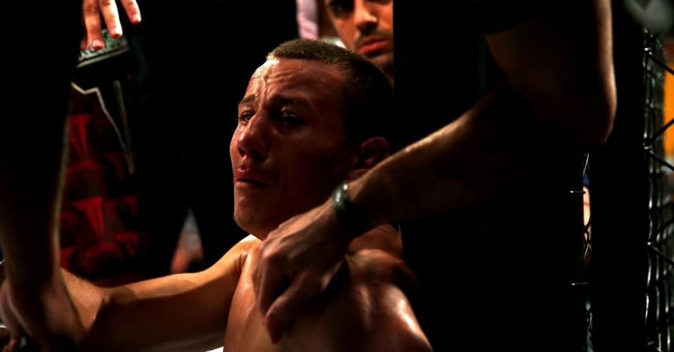Lutador faz cara de choro depois de combate do Jungle Fight na capital gaúcha