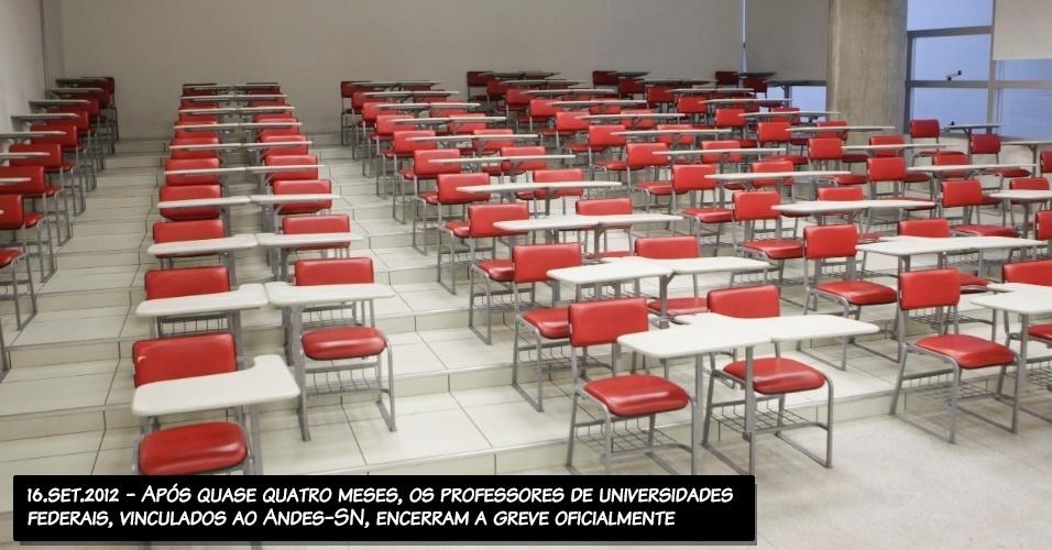 16.set.2012 - Após quase quatro meses, os professores de universidades federais, vinculados ao Andes-SN, encerram a greve oficialmente