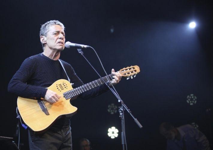 1.mar.2012 - Chico Buarque canta no primeiro dia da passagem de sua turnê