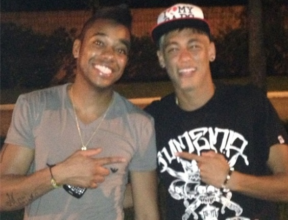 Neymar se encontra com Robinho no Natal