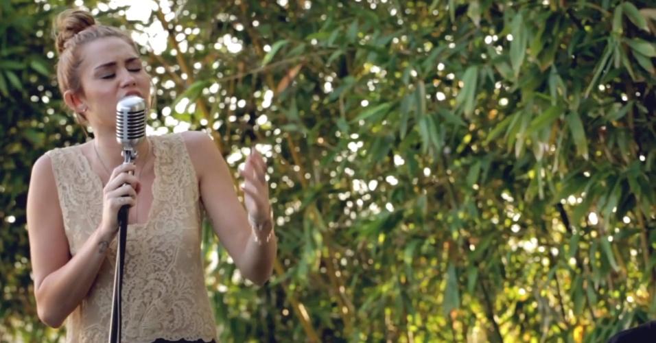 2012 - Miley Cyrus em cena do clipe de