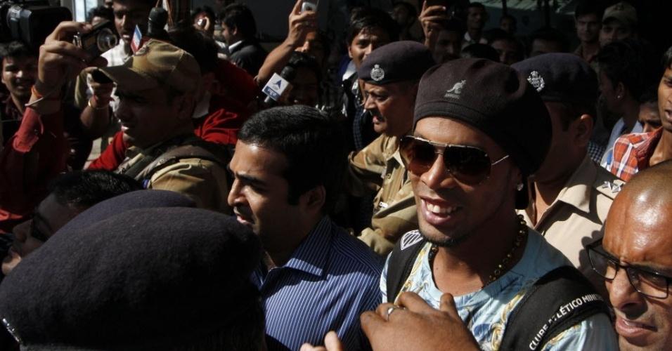 27.dez.2012 - Ronaldinho Gaúcho chega à Índia para lançamento de filme
