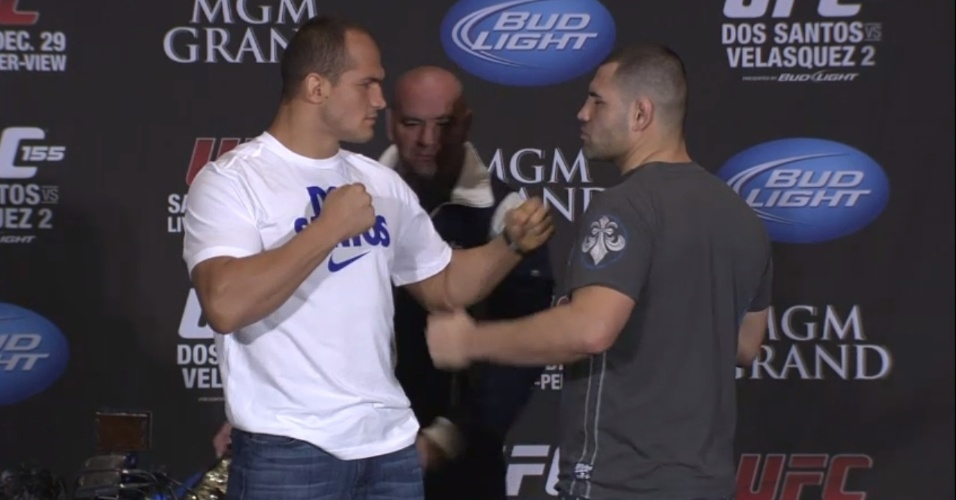 Junior Cigano e Cain Velsquez se encaram aps a entrevista coletiva oficial do UFC 155