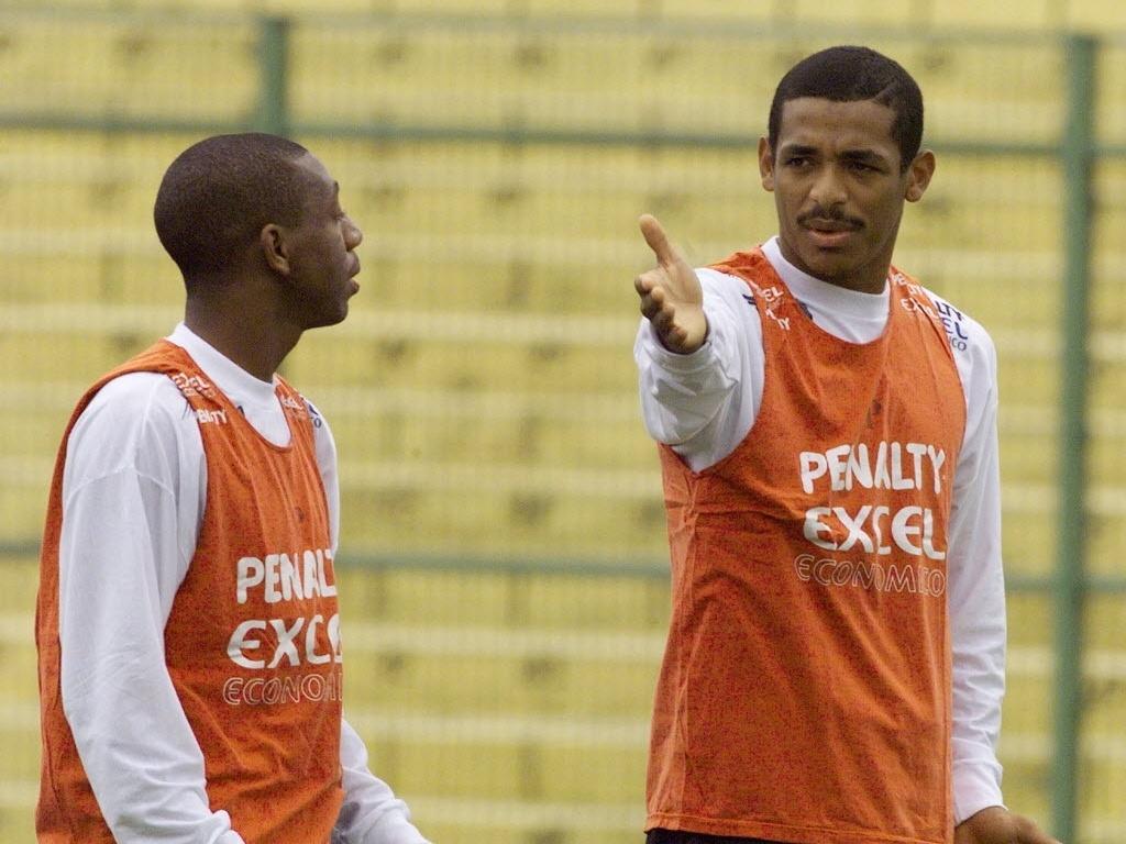 Amaral e Vampeta participam de treino do Corinthians na década de 90