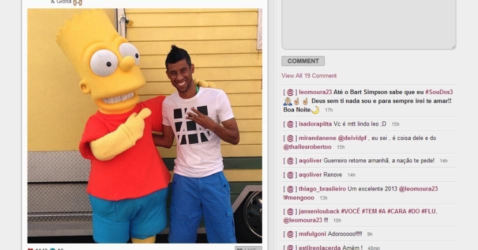 Léo Moura foi viajar com as filhas e não perdeu a chance de registrar um encontro com o personagem Bart Simpson