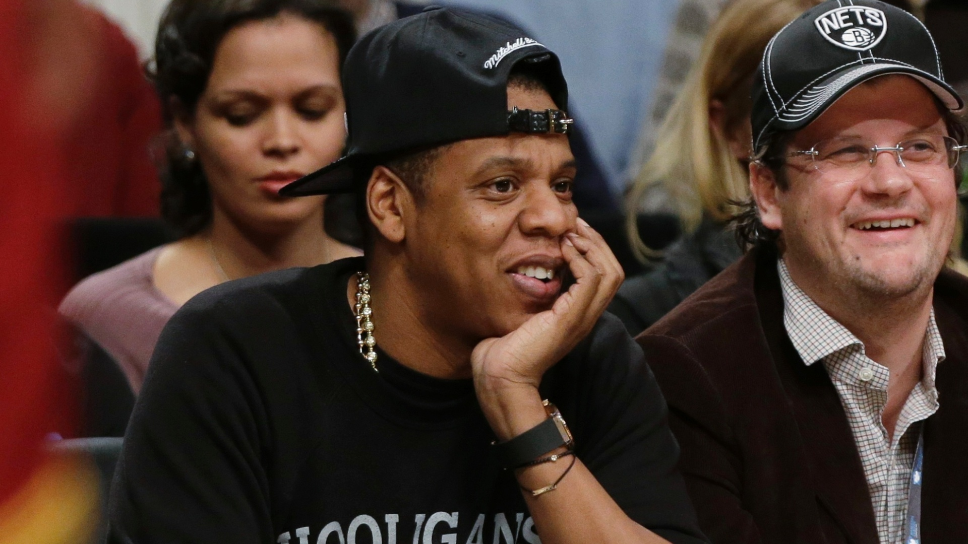 O astro Jay-Z acompanha a partida entre Brooklyn Nets e Cleveland Cavaliers pela NBA