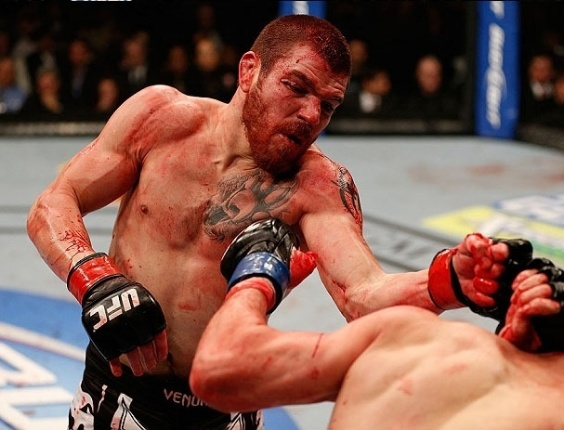 Jim Miller acerta Joe Lauzon no combate mais sangrento do UFC 155
