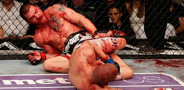 Jim Miller e Joe Lauzon lutam no cho no combate mais sangrento do UFC 155