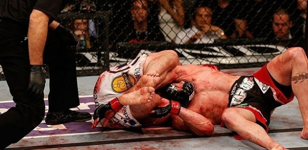 Joe Lauzon e Jim Miller na luta mais sangrenta do UFC 155