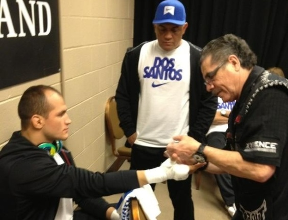 Junior Cigano comea a se preparar para o combate contra Cain Velsquez pelo UFC 155