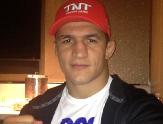 Junior Cigano posta foto agradecendo apoio poucas horas antes de enfrentar Velsquez