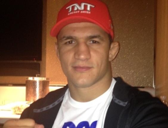 Junior Cigano posta foto agradecendo apoio poucas horas antes de enfrentar Velásquez