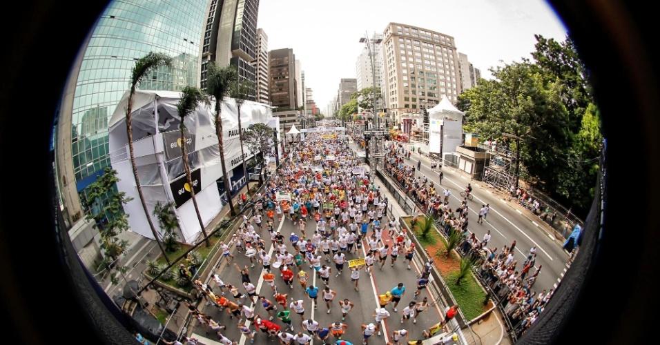 31.dez.2012 - Imagem geral mostra o início da São Silvestre 2012 - 25 mil pessoas participaram da prova, mesmo número de 2011
