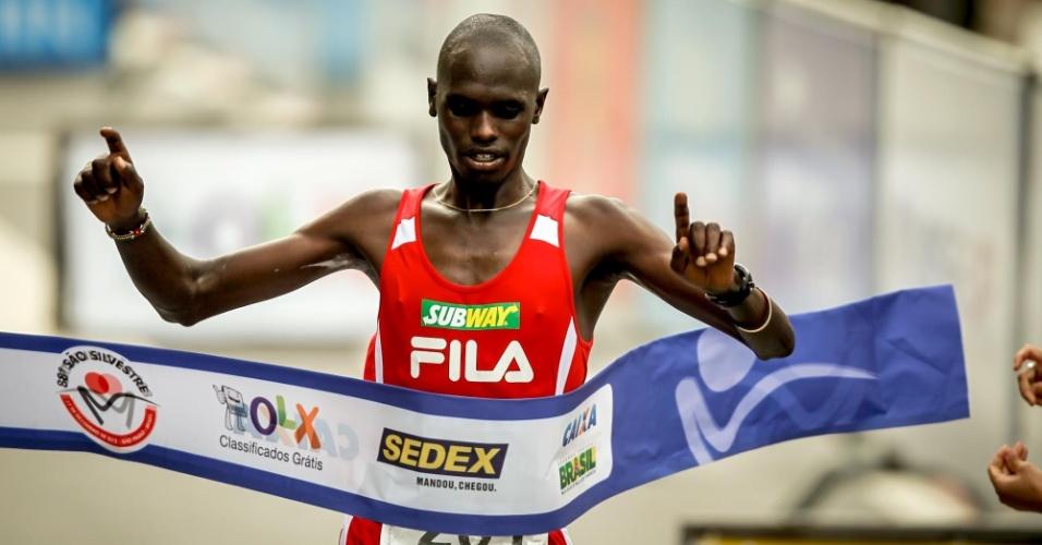 31.dez.2012 - Mark Korir ficou com a terceira colocação