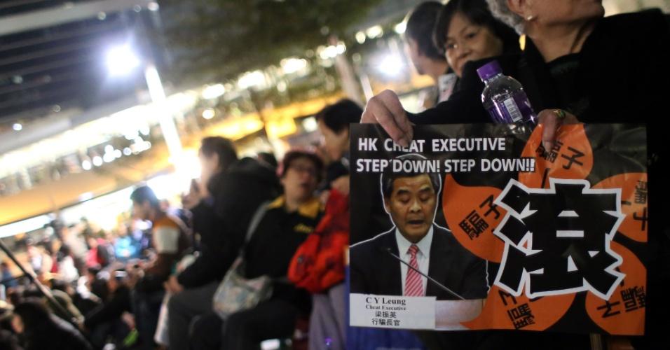 1º.jan.2013 - Milhares de pessoas protestaram nesta terça-feira (1º) em Hong Kong contra o líder local, Leung Chun-ying, aumentando a pressão sobre o político apoiado por Pequim e envolvido no escândalo de uma construção ilegal desde que assumiu o poder em julho