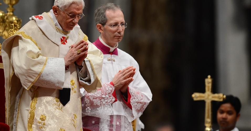 1.jan.2013 -  O papa Bento 16 celebra missa no Vaticano neste 1º de janeiro de 2013, quando comemora-se o dia mundial da paz