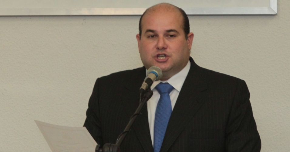1°.jan.2013 - O prefeito eleito de Fortaleza, Roberto Claudio (PSB), toma posse em cerimônia na Câmara dos Veradores da capital cearense