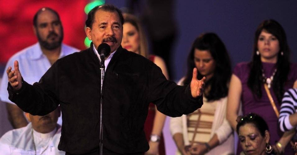 1º.jan.2013 - O presidente da Nicarágua, Daniel Ortega, discursa durante celebração religiosa pela recuperação do presidente da Venezuela, Hugo Chávez, em Porto Salvador Allende, em Manágua