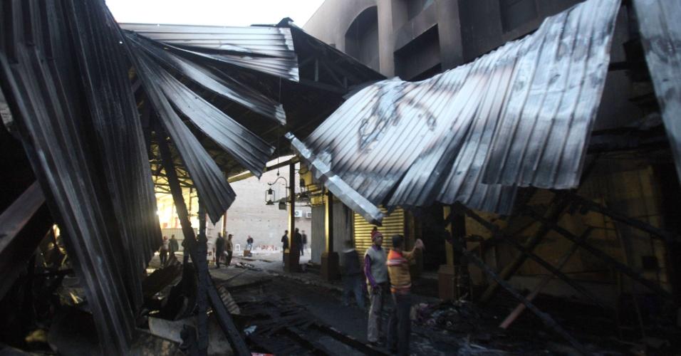 1º.jan.2013- O mercado municipal do Kuwait pegou fogo nesta terça-feira. O fogo, cuja causa ainda é desconhecida, começou na ala feminina do local  destruiu mais de 35 lojas e um prédio de quatro andares