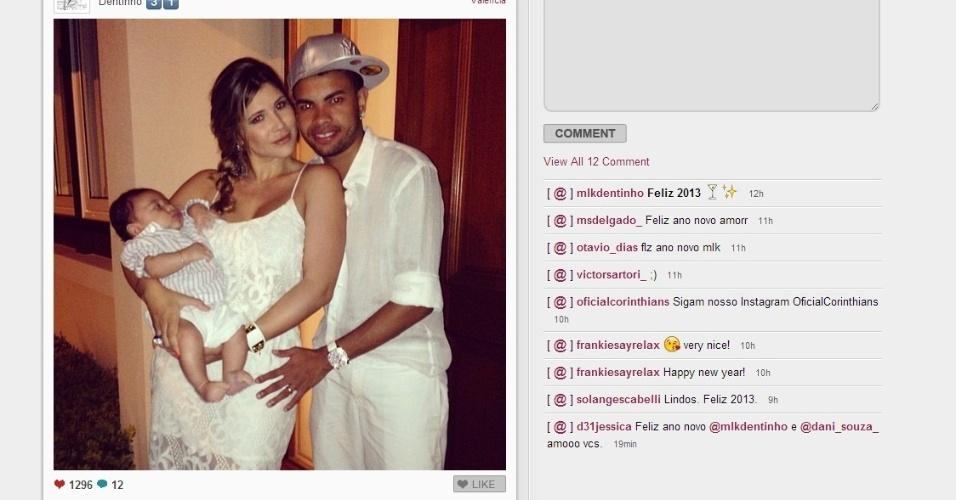 Dentinho e a esposa Dani Souza comemoraram a virada de ano com o filho e mostraram a família no Instagram