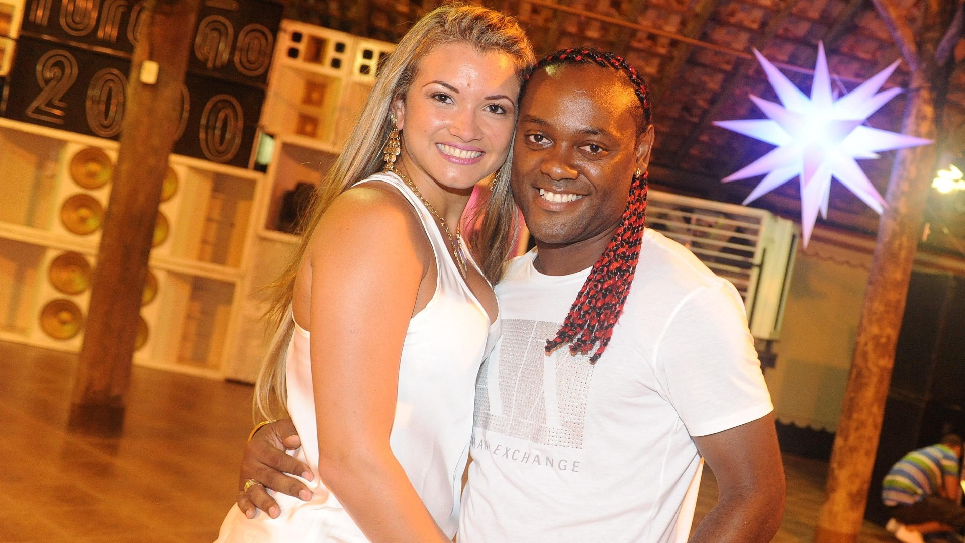 Lucilene Pires e Vagner Love comemoraram juntos a virada de ano