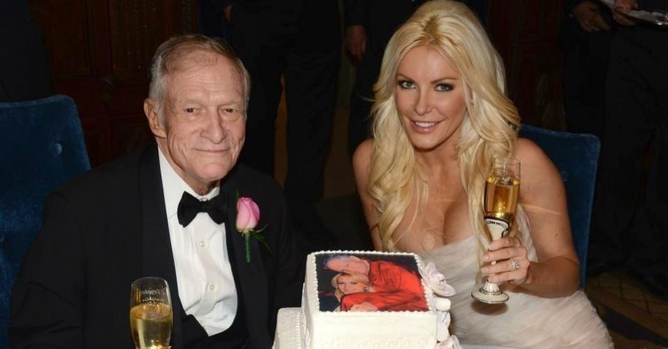 """1.jan.2013 """"Feliz Ano Novo do Sr. e da Sra. Hugh Hefner!"""", publicou a editora da revista """"Playboy"""" no Twitter nesta terça"""