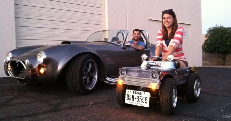2.jan.2012 - O menor carro para estradas mede apenas 63,5 cm de altura por 65,41 cm de largura. Foi criado por Austin Coulson e medido em na cidade de Carrollton, no Estado do Texas (EUA)