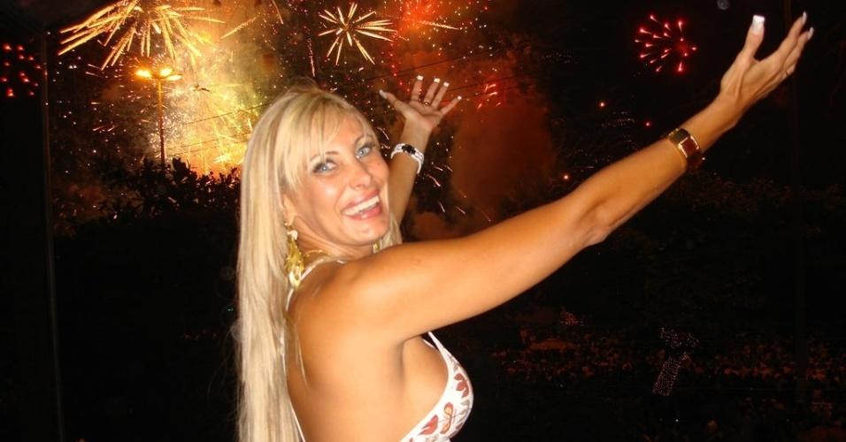 2.jan.2013 - Recém-casada, Ângela Bismarchi publica foto para desejar