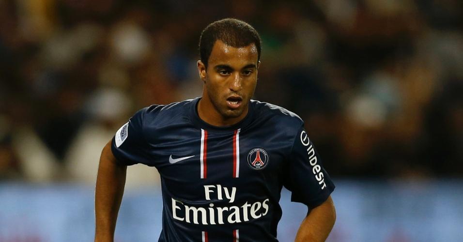 Com a camisa 29, Lucas faz sua estreia pelo PSG em amistoso no Qatar