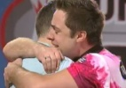 Boliche: Jogador gay choca a torcida ao beijar marido após título