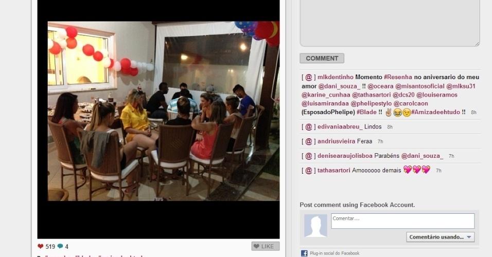 02.jan.2013 - Dentinho comemora o aniversário da esposa Dani Souza, a Mulher Samambaia