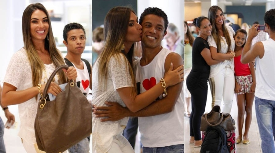 4.jan.2013 - Nicole Bahls tira foto com fs em aeroporto do Rio
