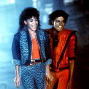 Atriz Ola Ray ao lado do músico Michael Jackson em