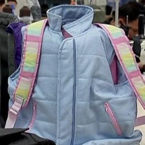 Fábrica colombiana produz agasalhos e mochilas blindadas para crianças norte-americanas
