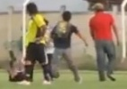 rbitro  agredido por jogadores e torcedores e  internado com risco de morte no Chile