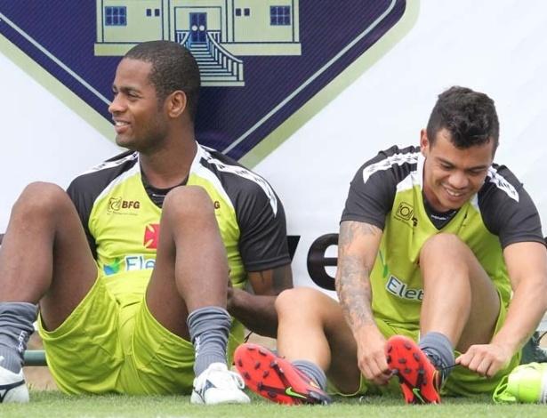 Dedé e Bernardo durante treino do Vasco na pré-temporada em Pinheiral (05/01/2013)